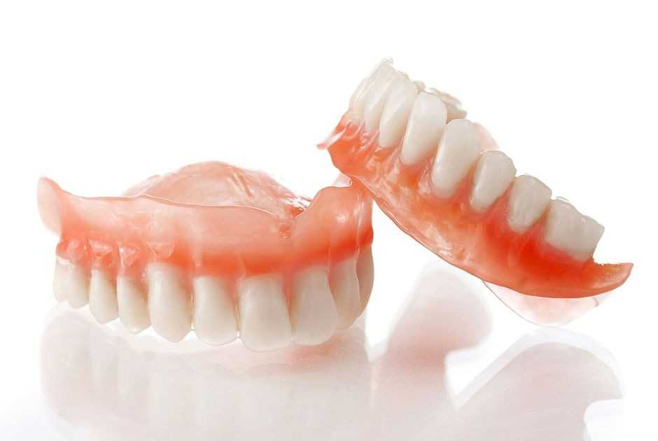 Пластинчатый зубной протез